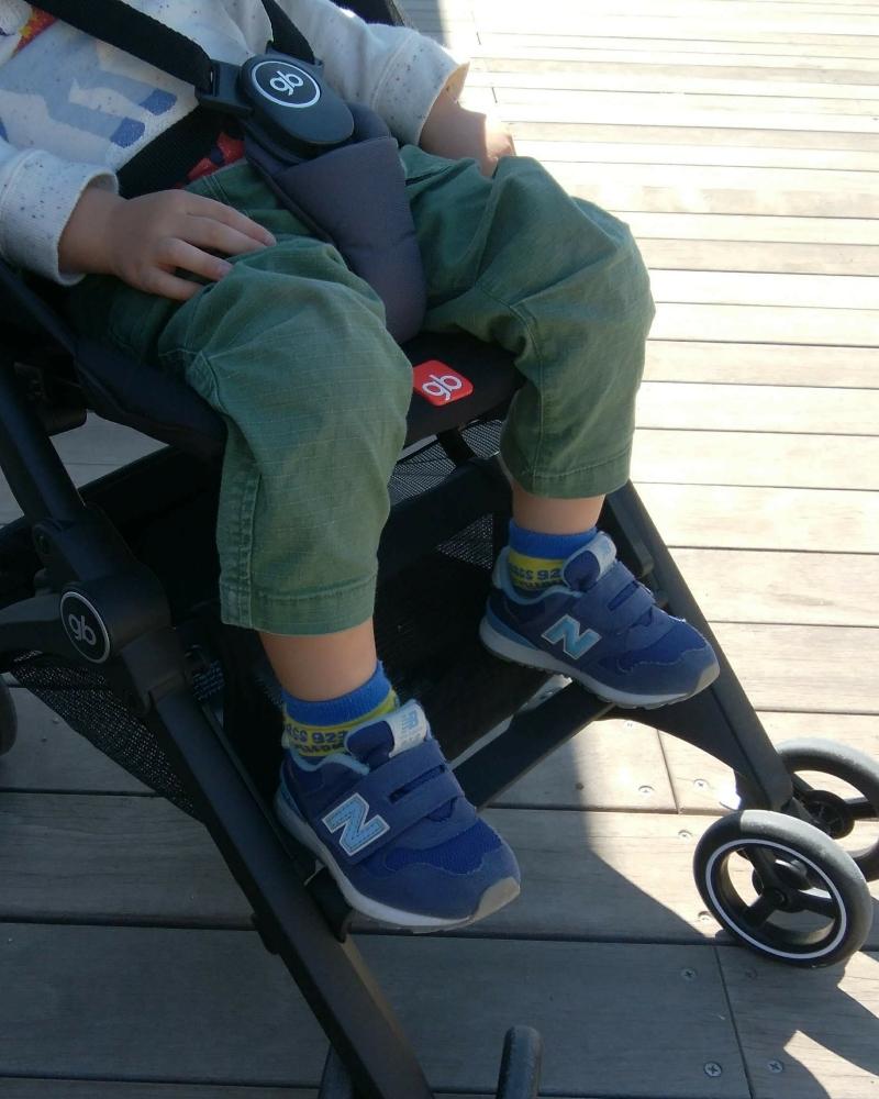 ポキットプラス オールテレインは、3歳息子が、足置きに足を置ける
