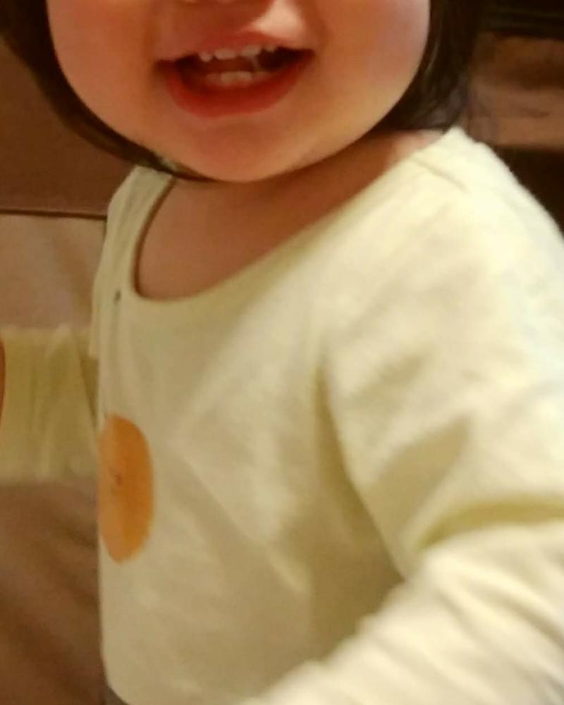 赤ちゃん本舗のcocupaのパジャマの襟ぐりは広めでスナップなし