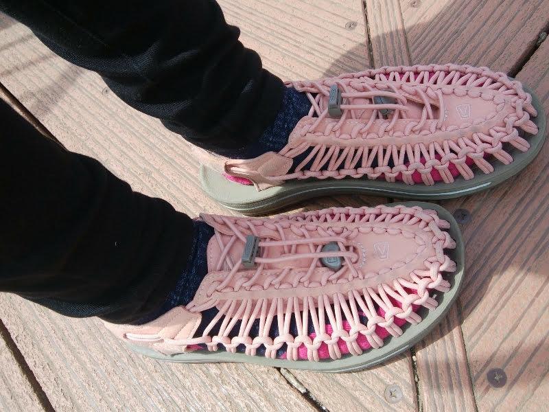 キーンのユニークとスマートウールの靴下ランウルトラライトは相性抜群