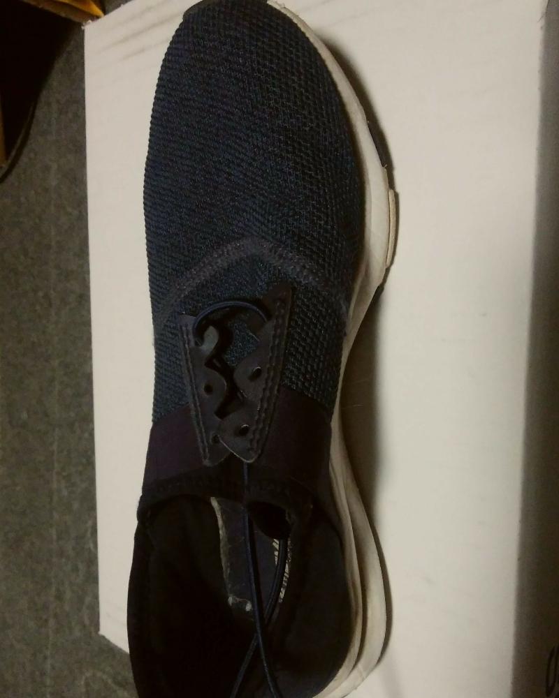 ロックパーツ取り付けの結ばない靴紐の取り付け①まずは靴紐の代わりにゴム紐を靴に通します。
